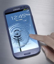 samsung_galaxy20s20iii_with_hand-11355172.jpg